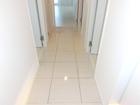 大理石調タイルを使用した廊下